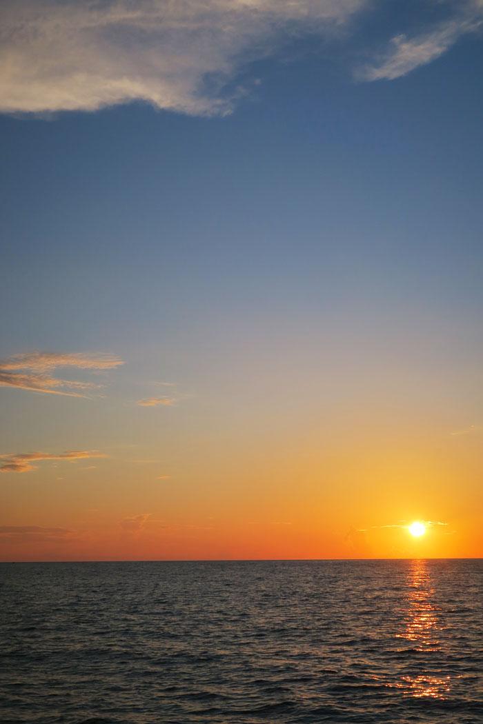 27.-sailing-santorini