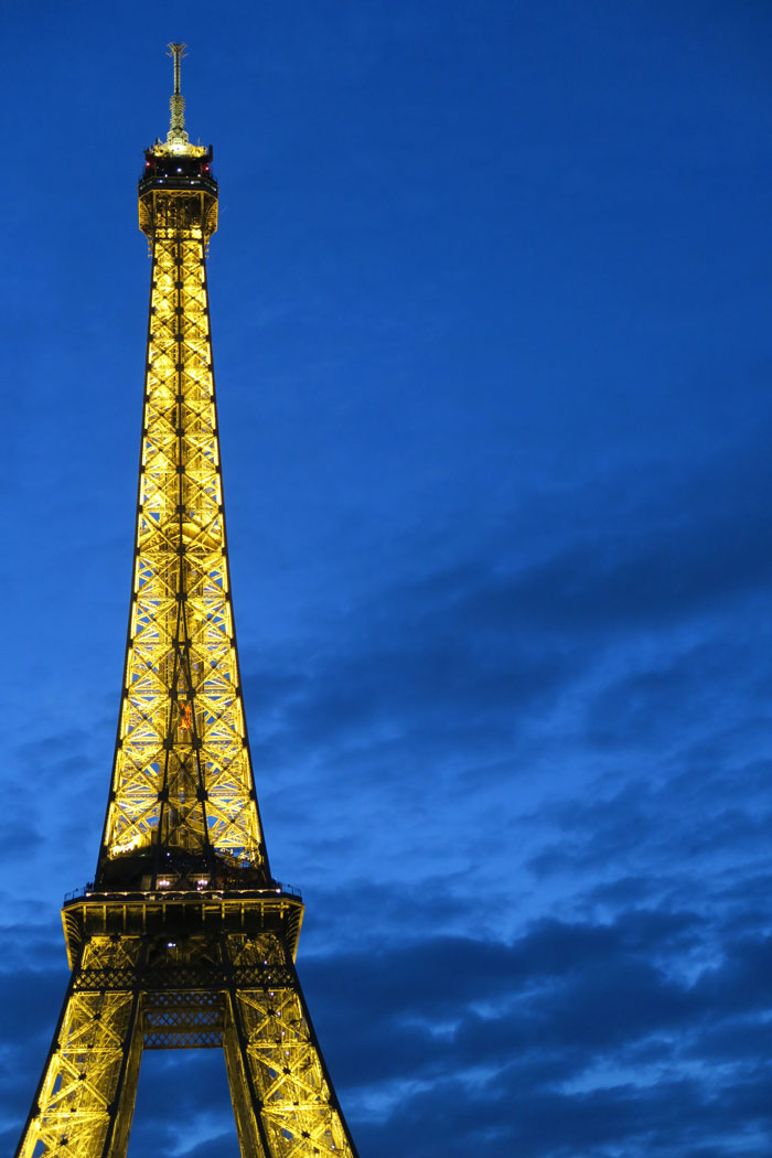 Eiffel-Tower-3-lights-on