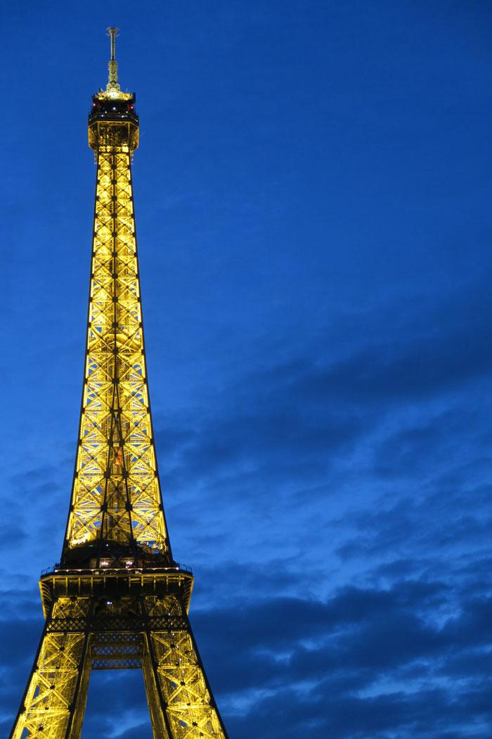 Eiffel-Tower-3-lights-on